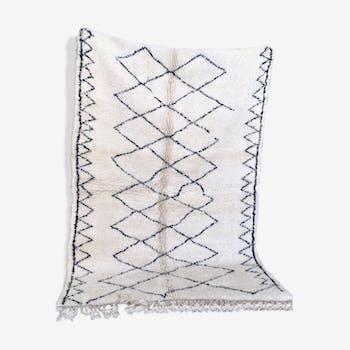 Tapis Beniouarain pure laine vierge blanc et noir artisanat berbère 149 x 223 cm
