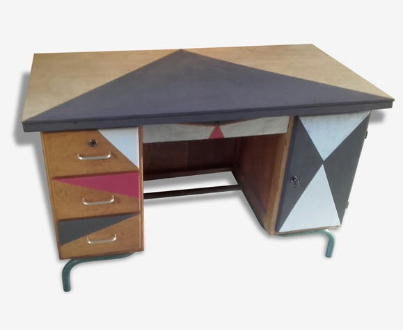 bureau de maitre d 39 cole style industriel customis bois mat riau multicolore industriel. Black Bedroom Furniture Sets. Home Design Ideas