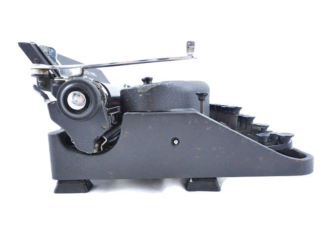 Machine à écrire Remington Noiseless 7 noire 1948 révisée ruban neuf
