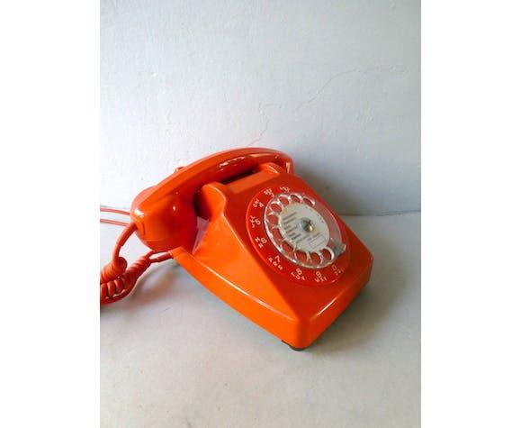 Téléphone orange à cadran socotel s63 des années 80