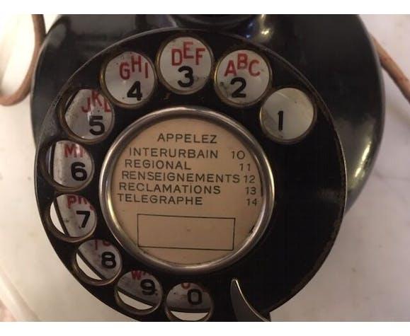 Ancien téléphone à colonne en bakélite