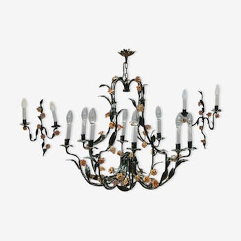 Gloss and 2 flowers in painted metal sconces