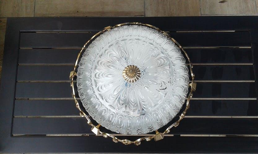 Plafonnier en verre et métal