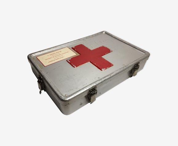 Old box pharmacy in aluminium metal red cross of the war