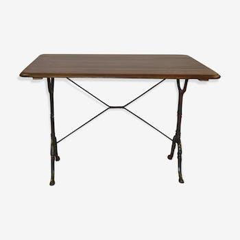 Table bistrot avec piètement en fonte et dessus en chêne