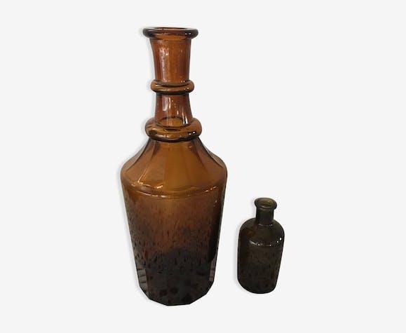 Ensemble de deux bouteilles ambrées