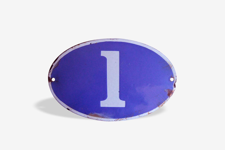 One, ancienne plaque émaillée bleue de numéro de rue, N° 1, ovale