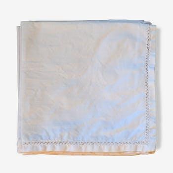 Nappe brodée et ses huit serviettes