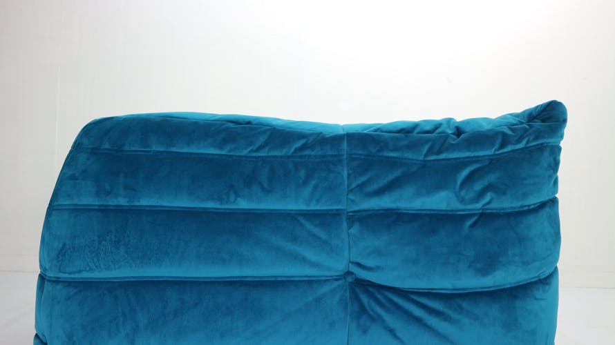 Chauffeuse d'angle Togo de Michel Ducaroy pour Ligne Roset en velours bleu, 1973