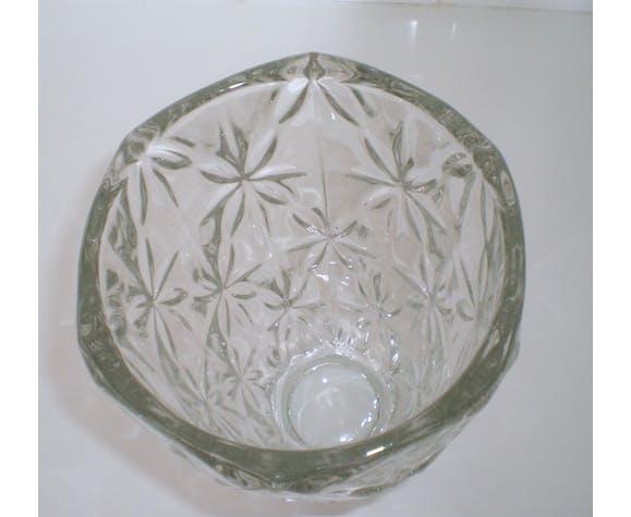 Vase ancien moulé et taillé