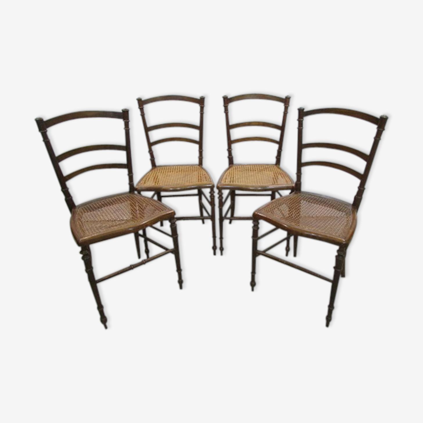 Suite de 4 chaises 19ème en noyer et cannage