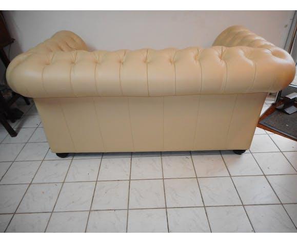 Canapé chesterfield en cuir beige