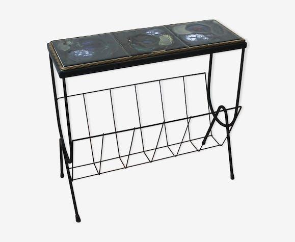 Metal and ceramic magazine rack