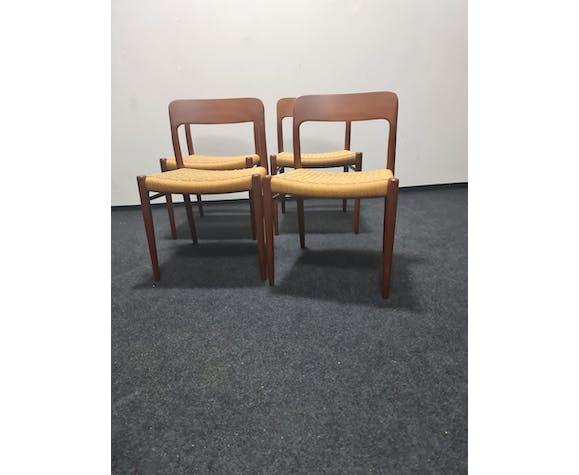 Un ensemble de 4 chaises par Niel Otto Moller modèle 75