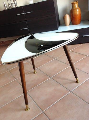 Table basse triangulaire tripode vintage années 50-60