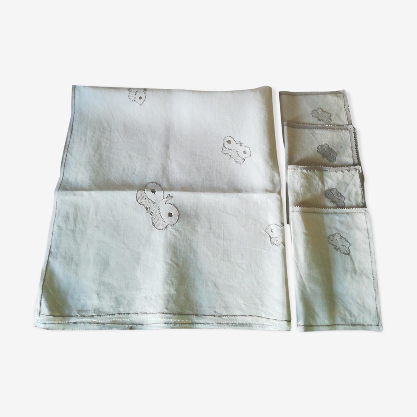 Nappe et serviettes en lin a motif papillon