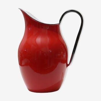 Pichet en métal émaillé rouge