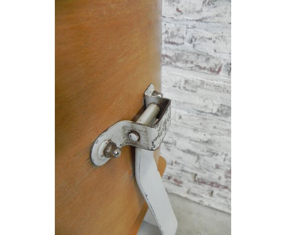 Industrial adjustable stool