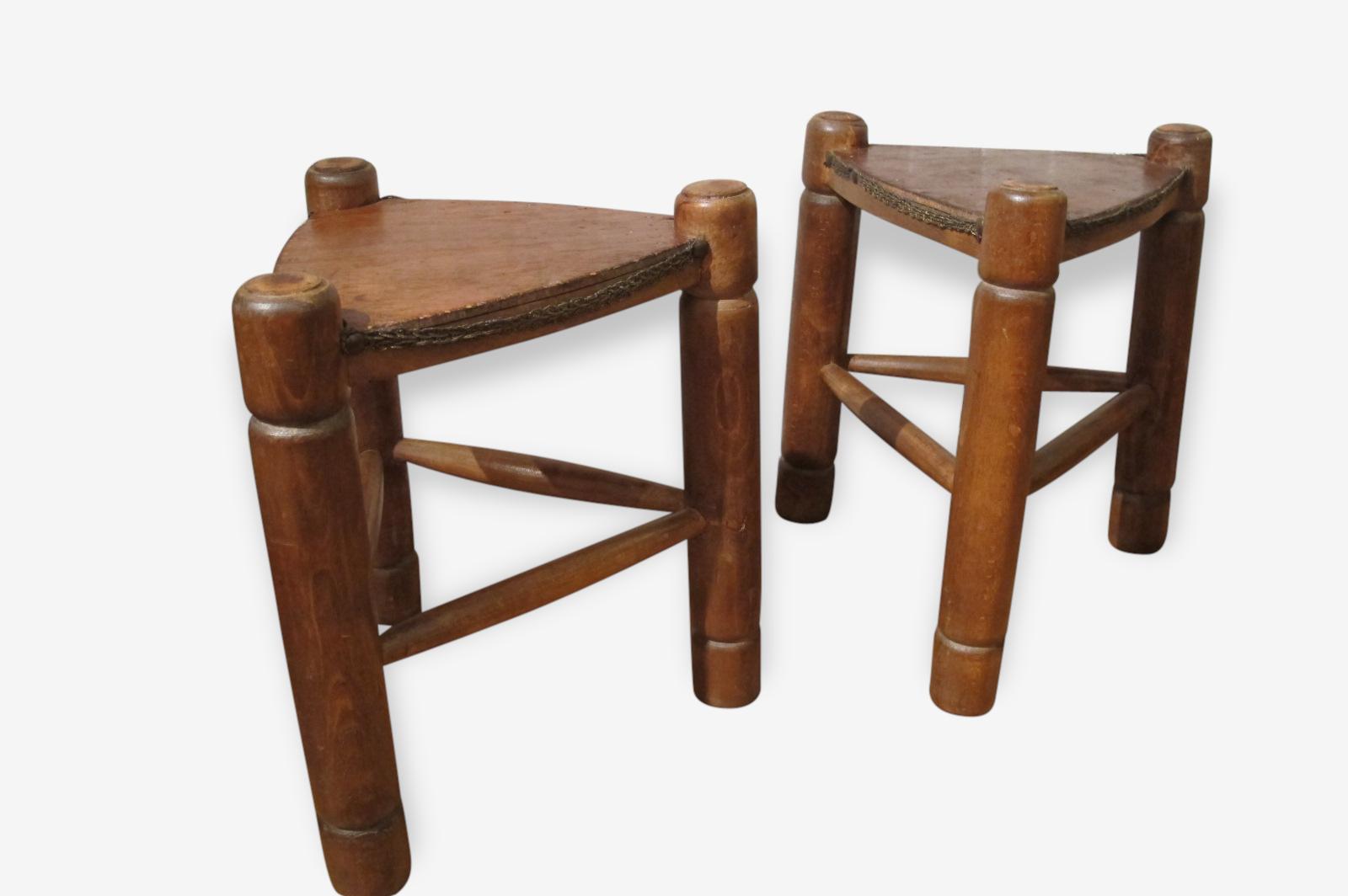 Tabouret dans le pur style ethnique en bois