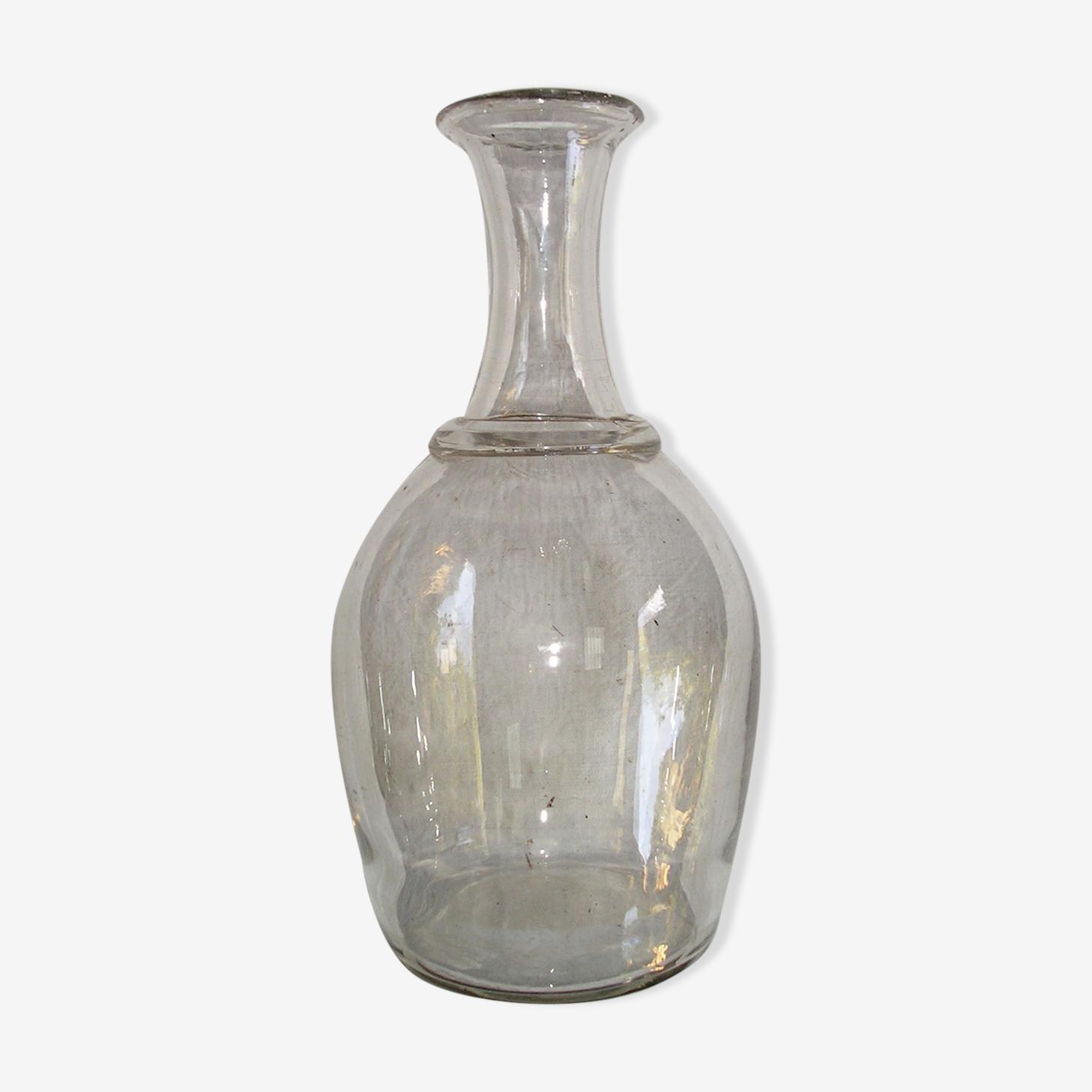 Carafe ancienne en verre à collerette