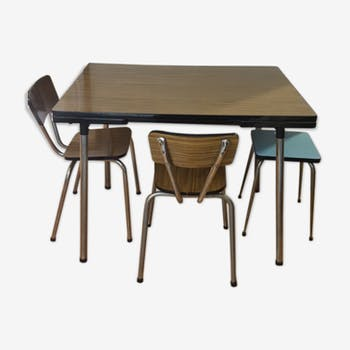 Table formica with 2 chairs and stool