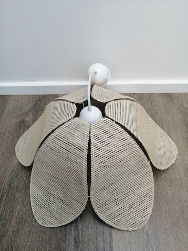 Suspension en forme de fleur de lotus
