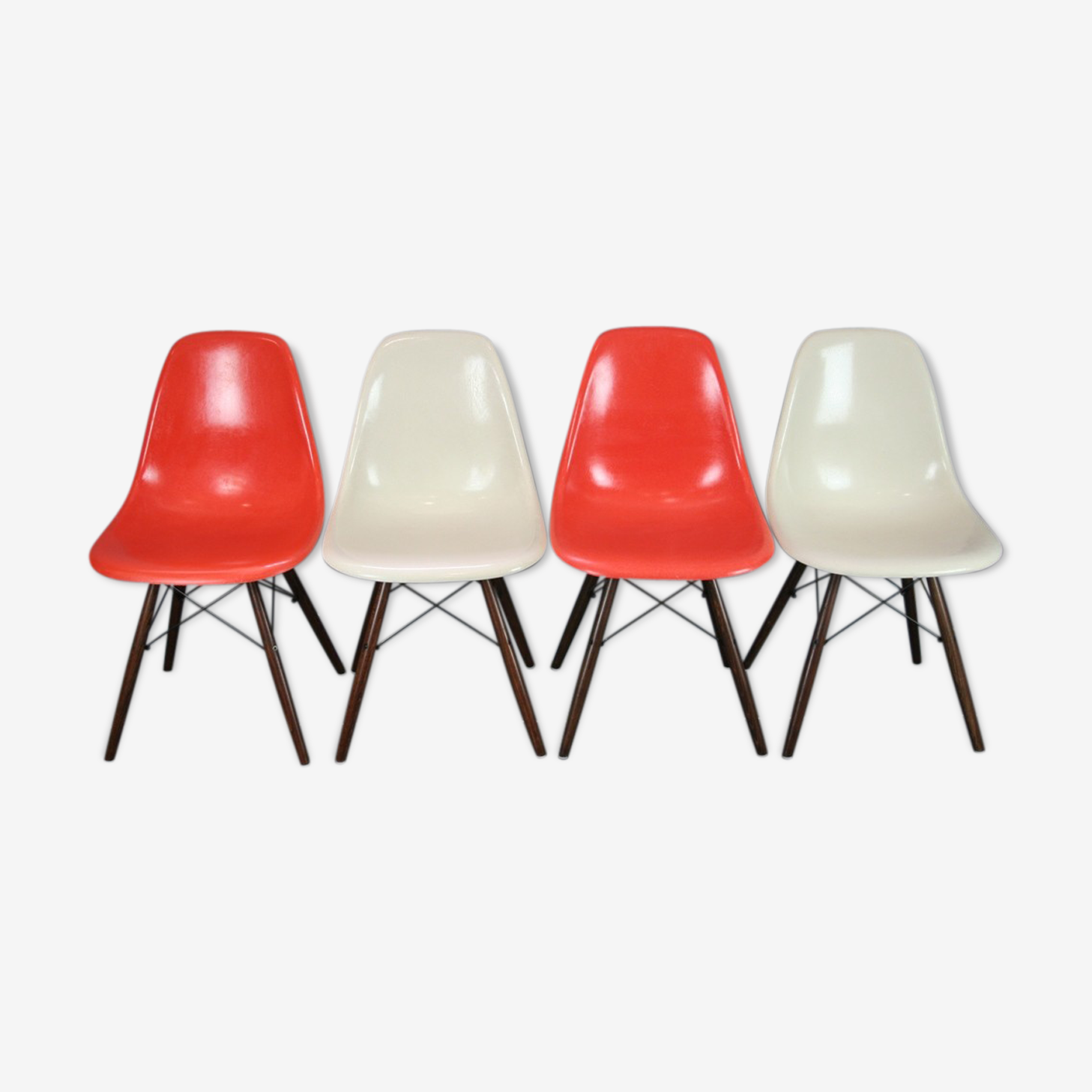 Lot 4 chaises DSW Eames Herman Miller