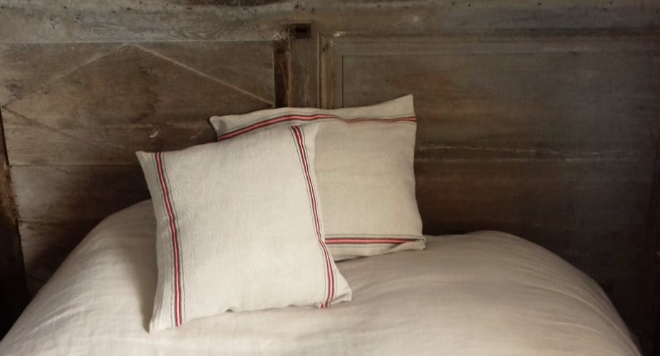 Coussin chevrons beiges bandes horizontales