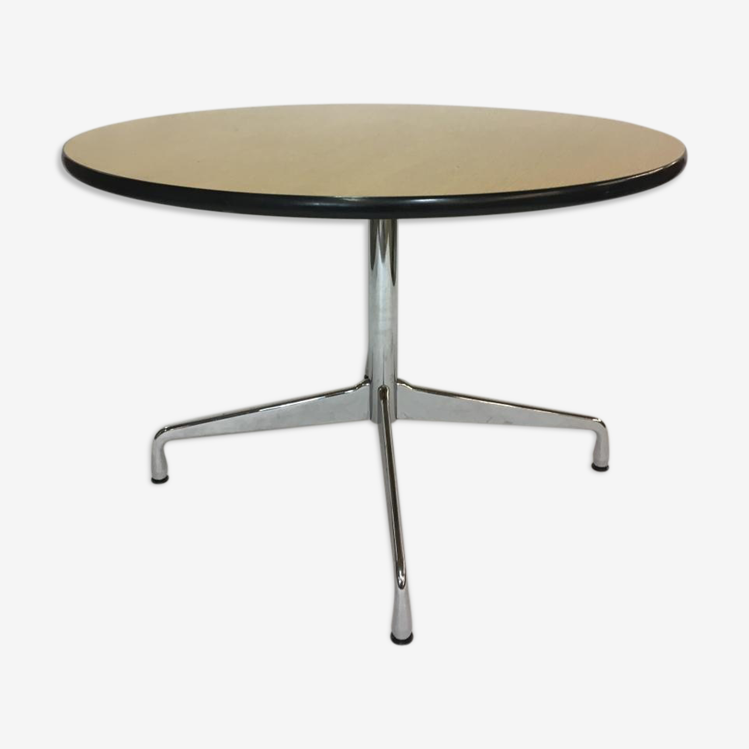 Dining table circular vintage by Charles & Ray Eames for Vitra