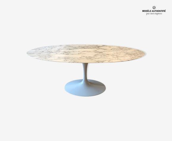 Table ovale en marbre de Eero Saarinen par Knoll
