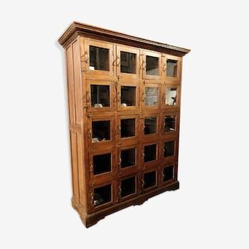 Cabinet en bois à 20 portes vitrées