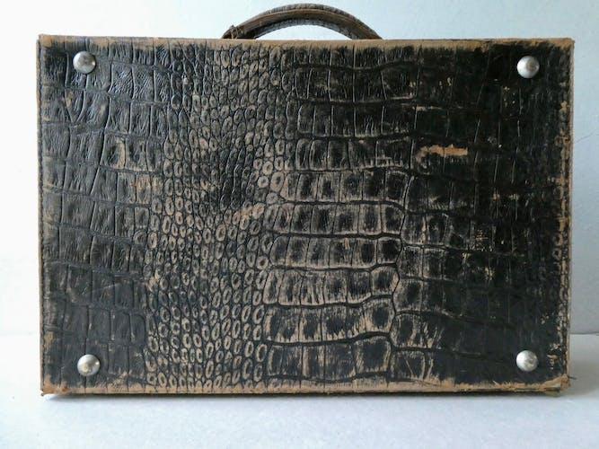 Valise en cuir imitation croco
