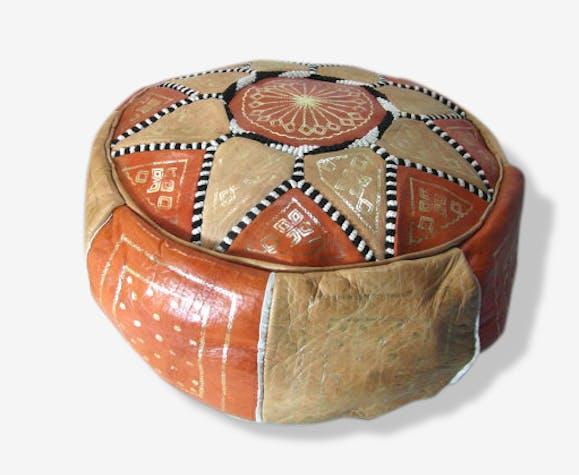 housse de pouf en cuir marocain la housse seulement cuir beige marron fait main ethnique. Black Bedroom Furniture Sets. Home Design Ideas