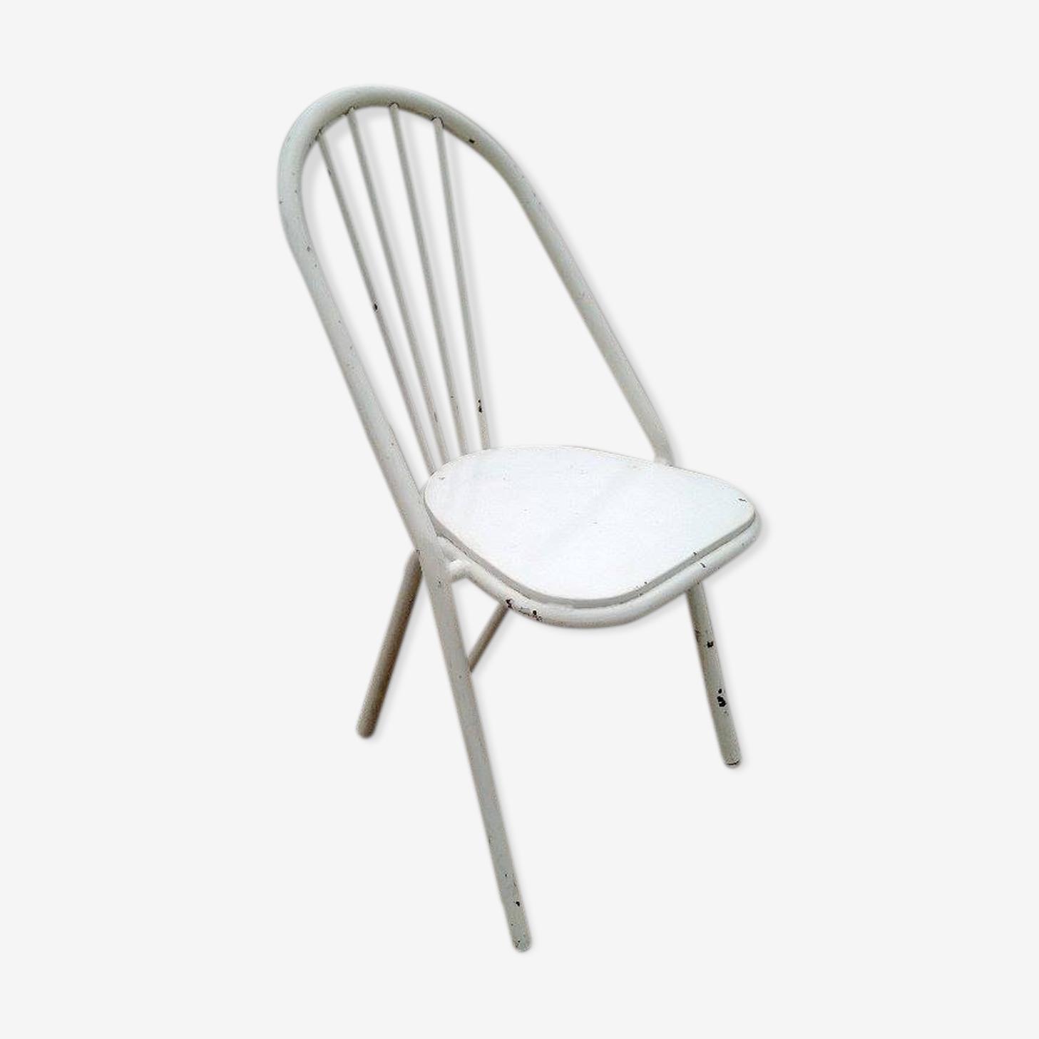 Chaise en acier Surpil , design par Julien Henri Porché