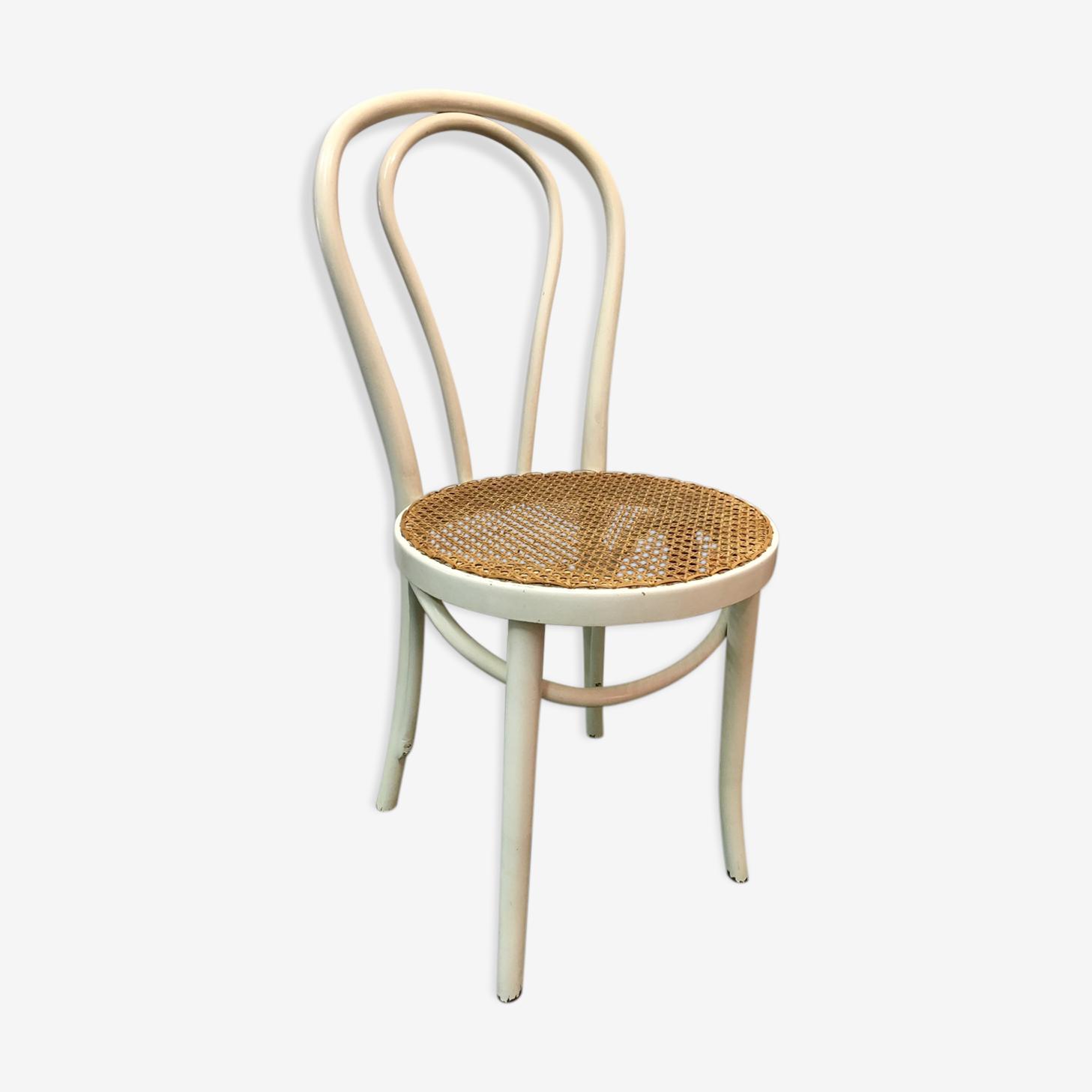 Chaise de bistrot cannée blanche ancienne