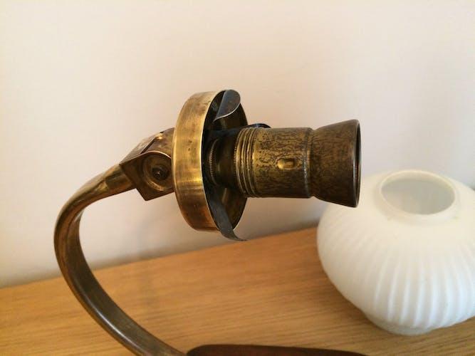 Paire de lampes de chevet des années 50 - 60 - bois et opaline