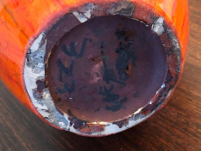 Vase en ceramique des années 50 , signé Eze vintage design rouge