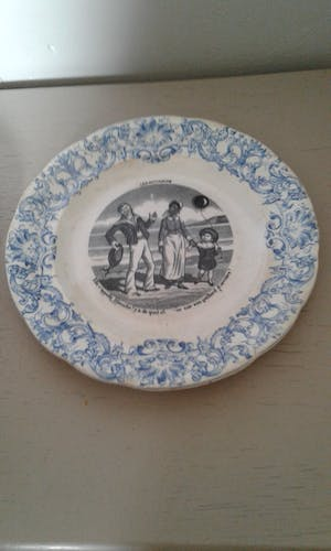Lot de 3 assiettes de Gien Les Mathurins