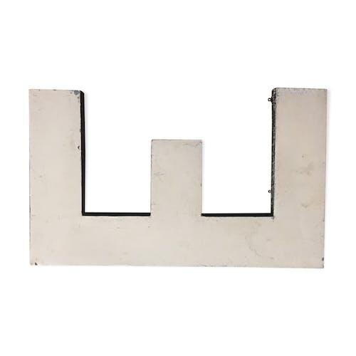 Lettre e en zinc ancienne