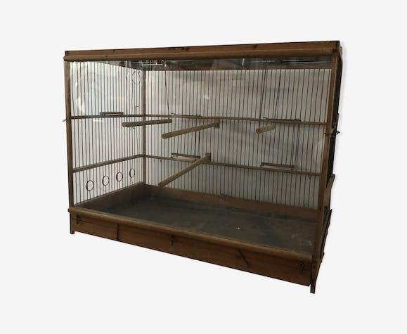Cage ancienne en bois métal et une face vitrée