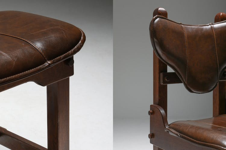 Série de 6 chaises brutalistes en chêne et en cuir - années 1970