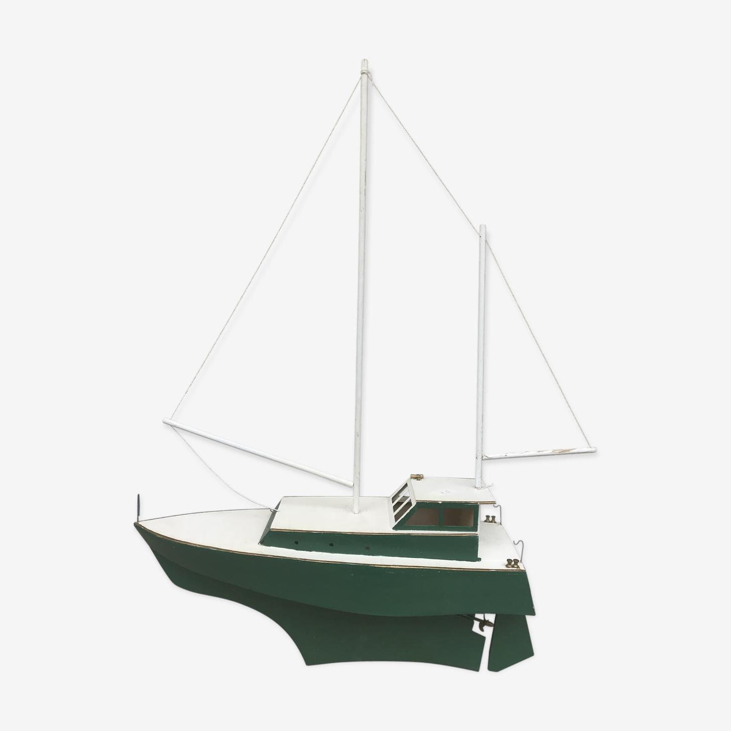 Ancien bateau en bois