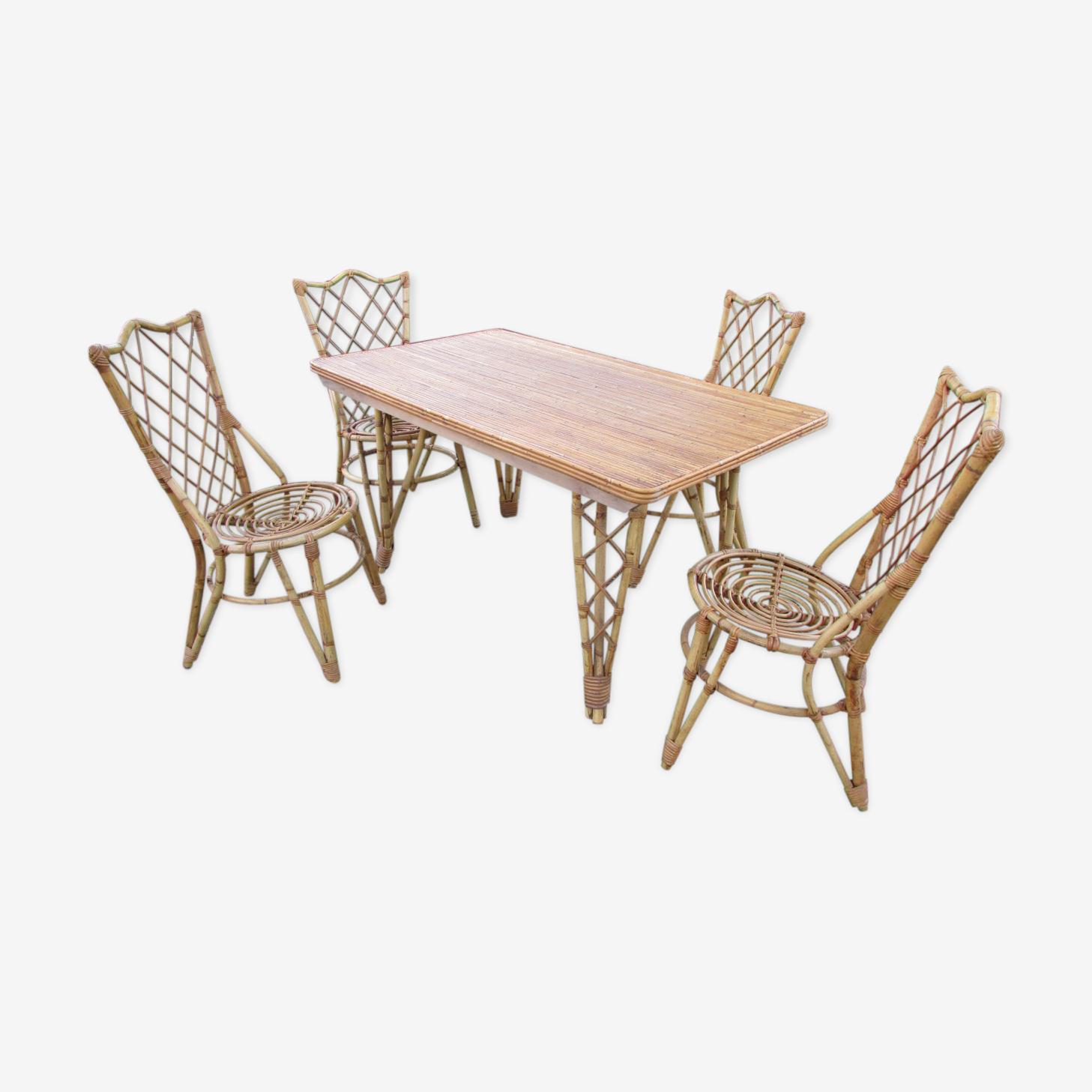Salon, table et chaises de jardin en bambou
