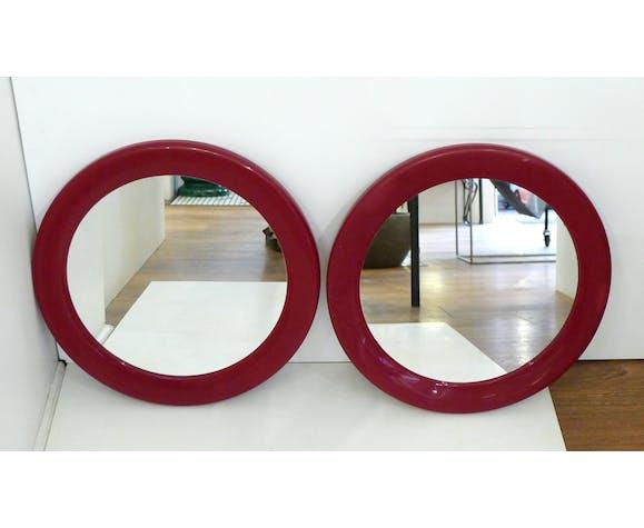 Paire de miroirs ronds, cadre bordeaux