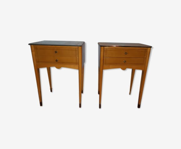 Lot de deux tables de nuit