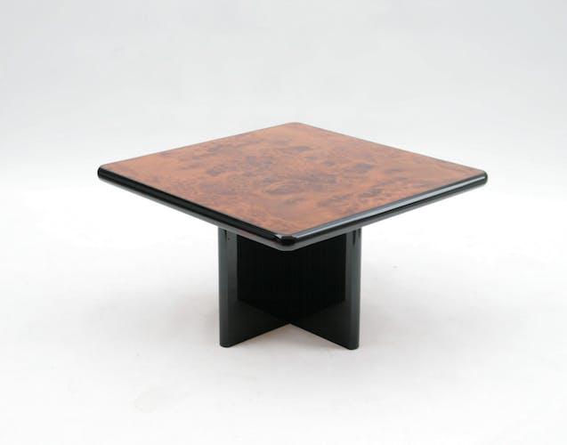 Table basse en loupe d'orme et bois laqué noir