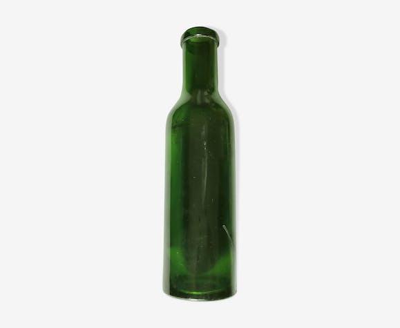 Bouteille en verre moulé vintage