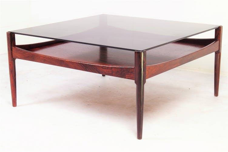 Table basse en bois de rose avec plateau en verre fumé