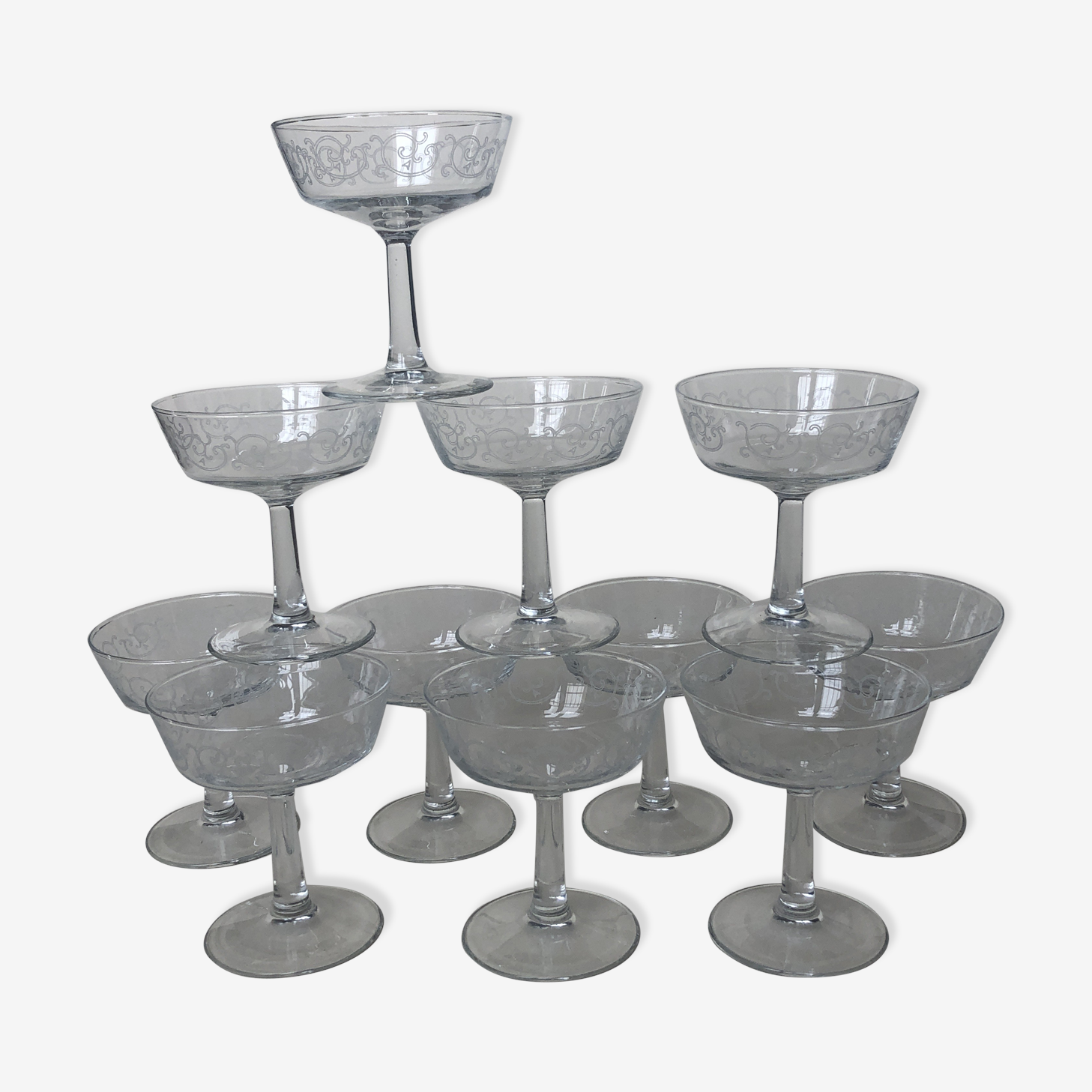 Set of 11 cups to serious champagne edged swirls white