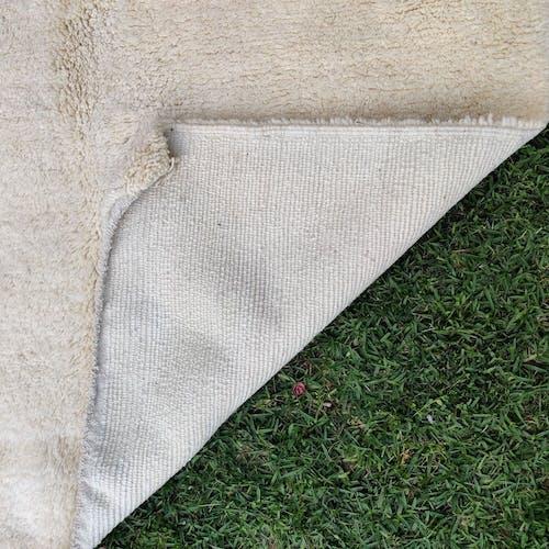 Tapis berbère uni crème en laine 96x155 cm